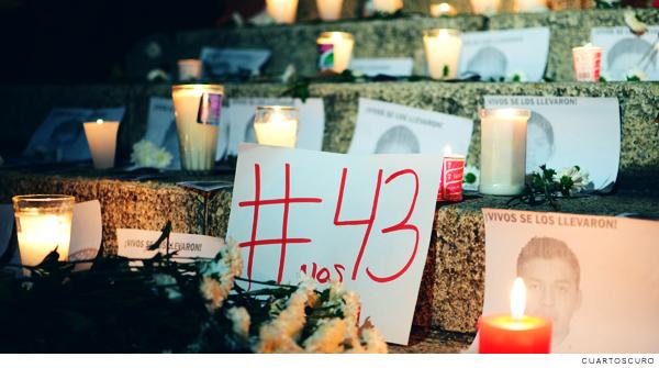 altar por los 43 estudiantes desaparecidos de Ayotzinapa