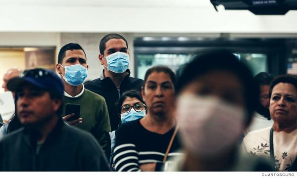 Gente con cubrebocas por la pandemia de la Covid-19