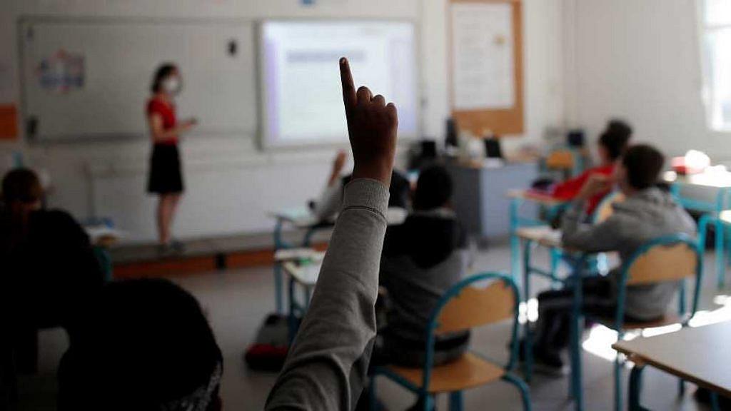 Alumnos tomando clases presenciales