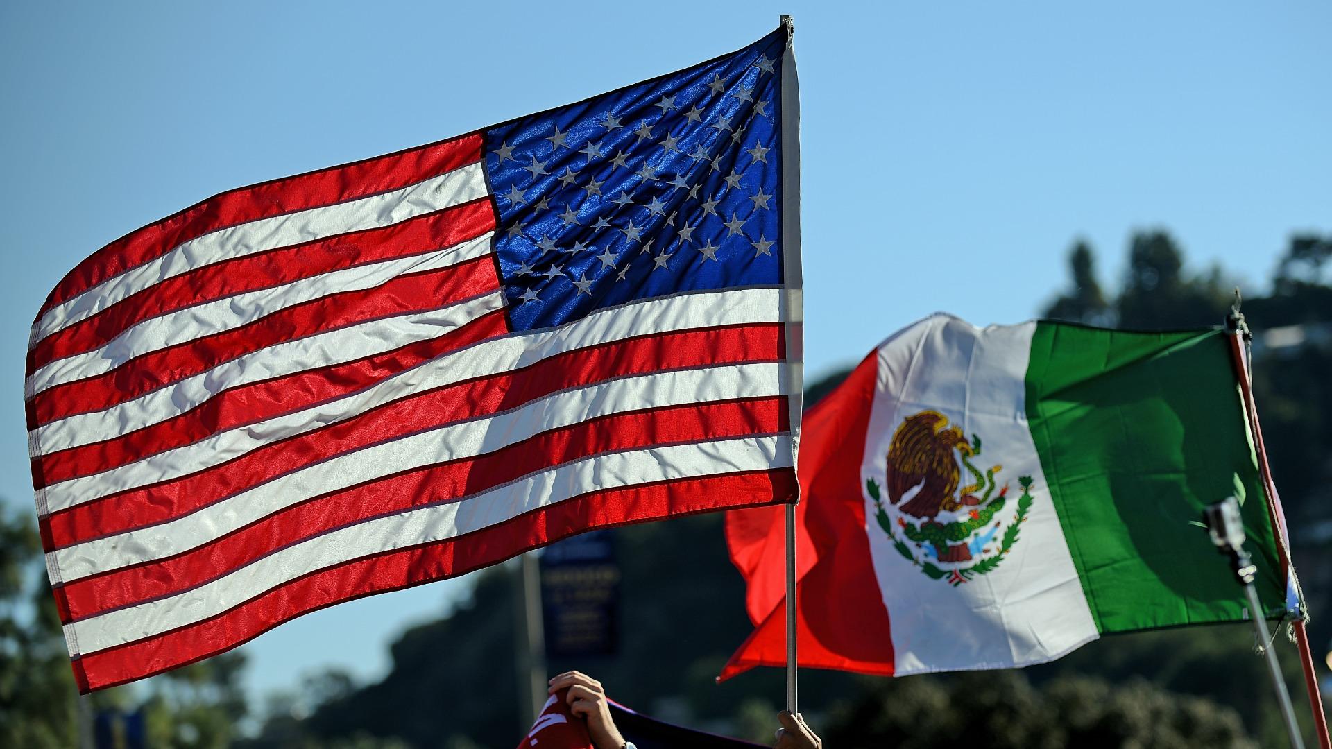 Banderas de México y Estados Unidos