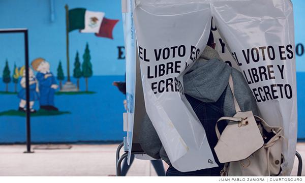 Casilla de votación durante elecciones