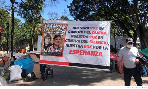 Manta que busca justicia por las muertes de Alberta Cariño Trujillo y Jyri Jaakkola