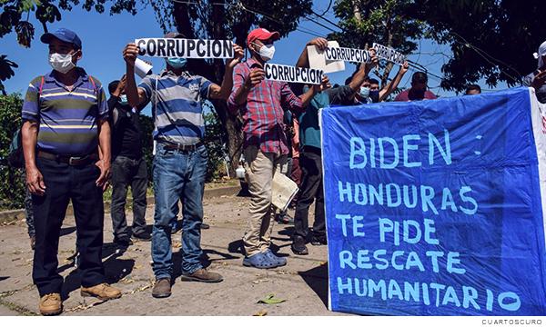 Migrantes solicitando ayuda humanitaria al presidente Biden