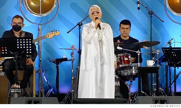 Eugenia León en concierto por el día de las madres