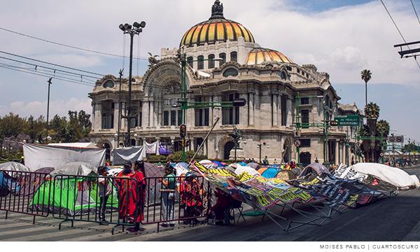 Plantón de indígenas triquis en Bellas Artes
