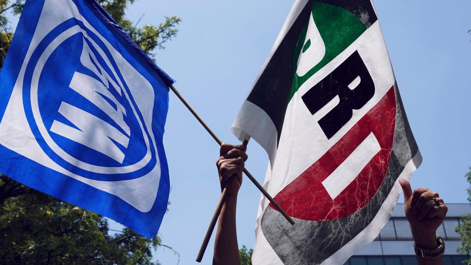 Banderas del PAN y PRI