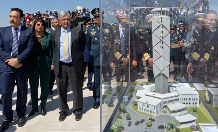 Presidente de México junto a maqueta del AIFA en Santa Lucía