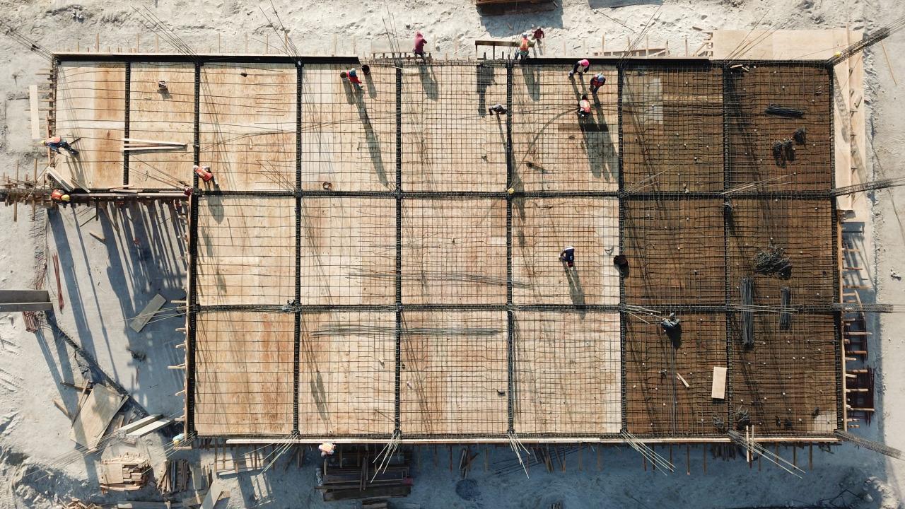Trabajadores en la construcción del AIFA