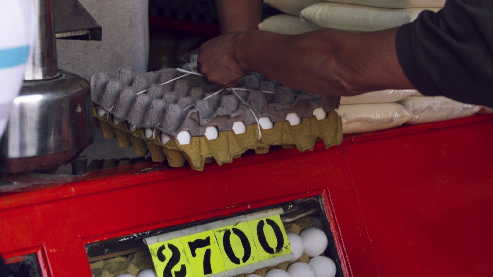 imagen de unos huevos que forman parte de la canasta basica